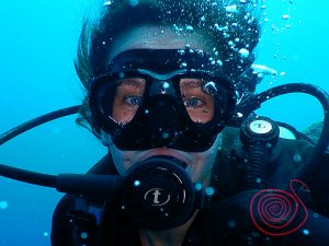 Blue eye sea, Scuba diving face